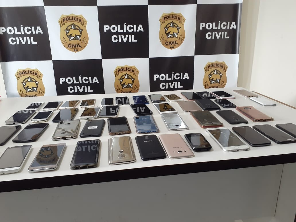 Polícia encontra 52 celulares com investigado por furto de aparelhos que estavam apreendidos em fórum na Grande Natal