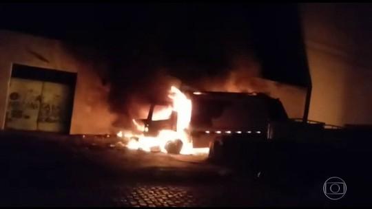 Ônibus e caminhão de lixo são incendiados no Ceará
