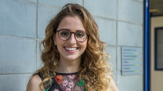 Carol Duarte mostra empolgação para cortar cabelo curto em 'A Força do Querer': 'Sempre quis'