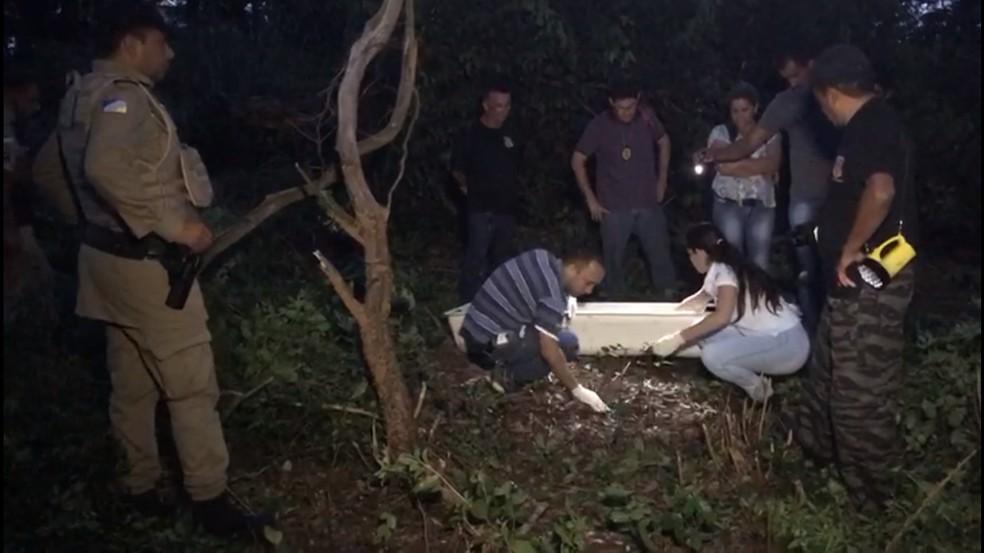 Ossada foi localizada em matagal por morador — Foto: Geovanni Pereira/Portal Fatos e Noticias