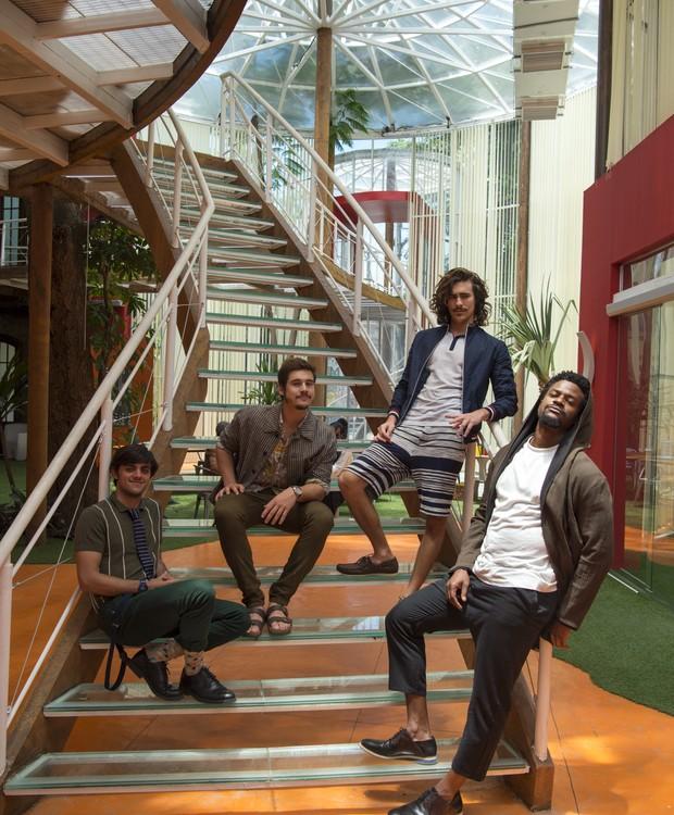 Capítulo 89 – Cena 37 -  Bento ( Bruno Montaleone ), Menelau ( David Junior ), Samuca ( Nicolas Prattes ) e  Elmo ( Felipe Simas ). (Foto: Globo / Estevam Avellar)
