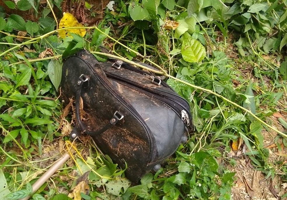 Mala com corpo foi encontrada em terreno no distrito de Ipiabas, em Barra do Piraí — Foto: Foto: Divulgação Polícia Civil