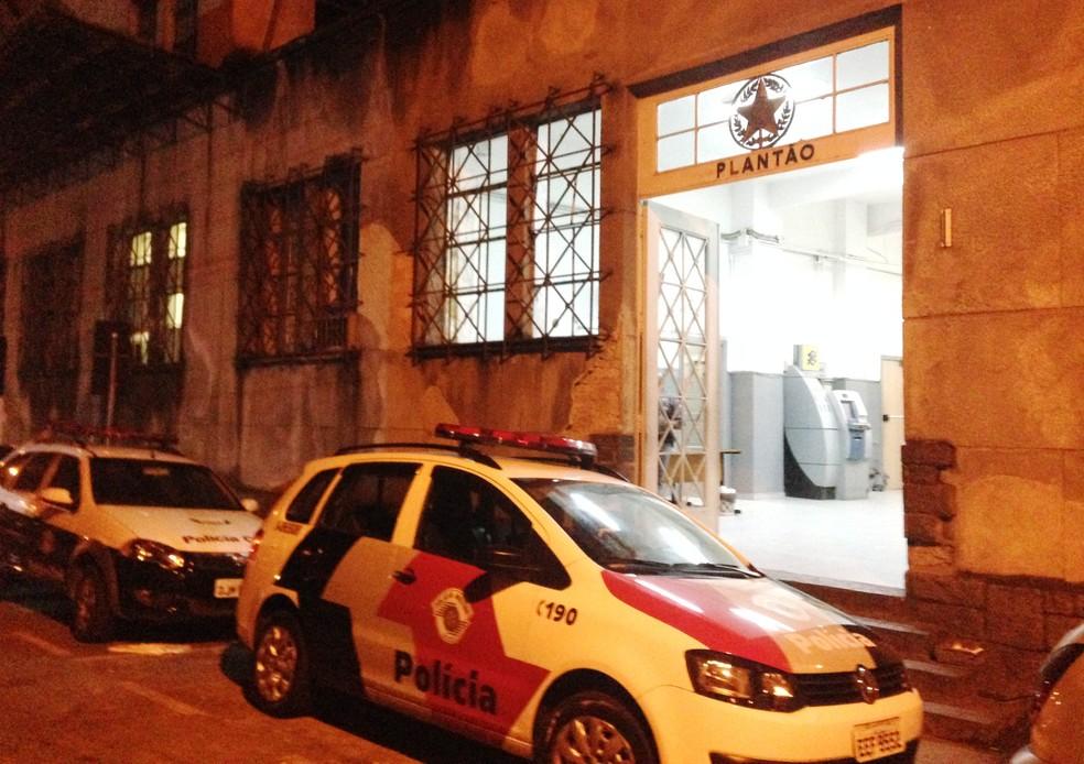Ocorrência foi registrada no CPJ de Santos, SP (Foto: Guilherme Lucio da Rocha/G1)