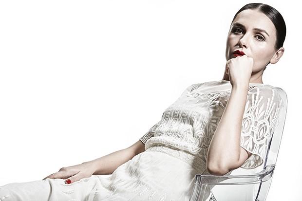 Monica usa vestido Burberry (Foto: Christian Gaul)