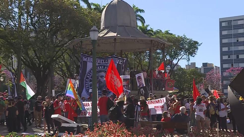 Praça da Liberdade é palco de protesto contra Bolsonaro em Belo Horizonte — Foto: Reprodução/TV Globo