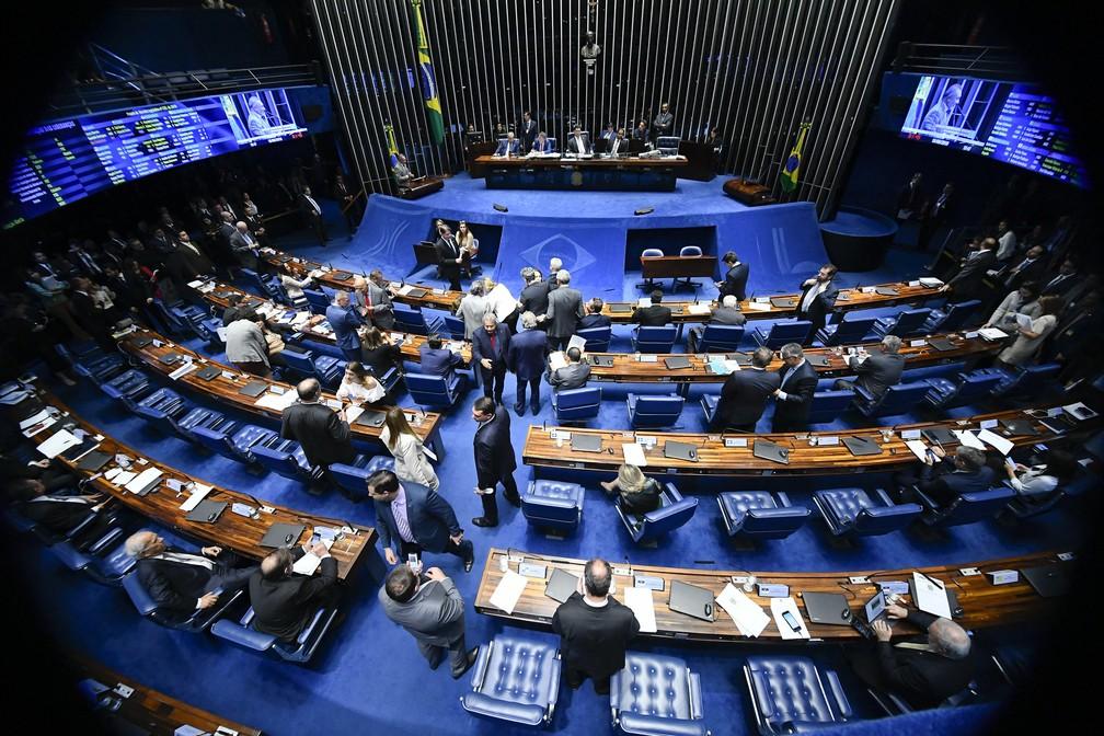 Senadores reunidos no plenário durante a discussão sobre os decretos das armas — Foto: Marcos Oliveira/Agência Senado