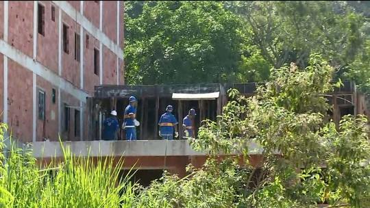 Prefeitura inicia demolição de prédios vizinhos aos que caíram no Rio