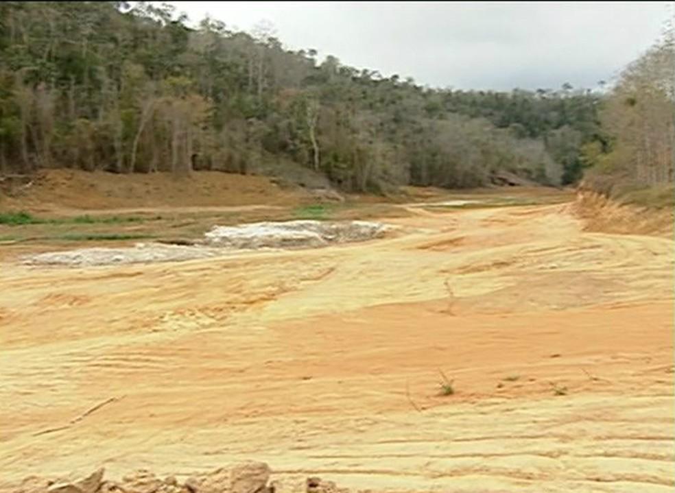 Represa de Marilândia seca, no ES — Foto: Reprodução/ TV Gazeta