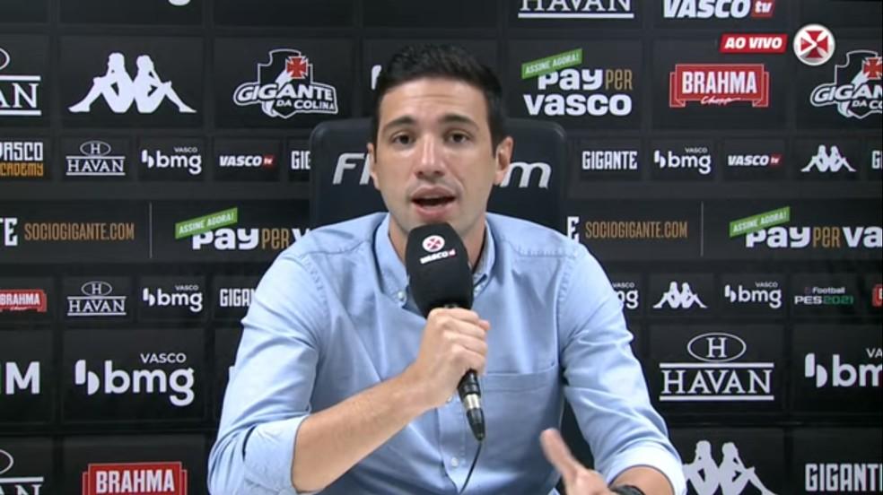 Alexandre Pássaro, diretor de futebol do Vasco, concede entrevista coletiva — Foto: Reprodução