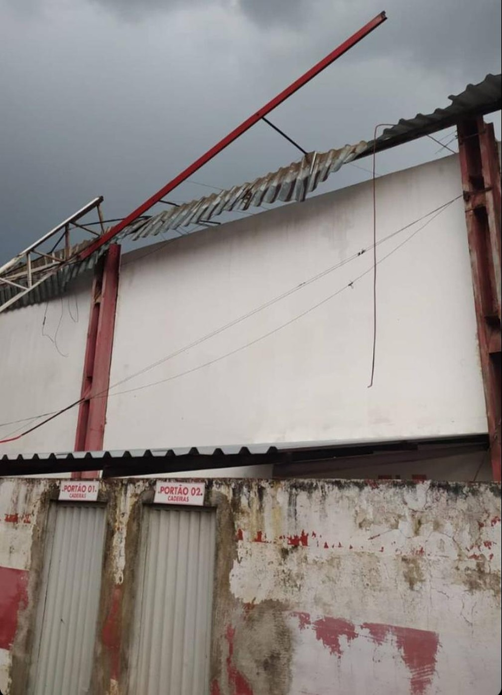 Cobertura da Arena Ytacoatiara, em Piripiri, desaba  — Foto: Reprodução/Redes sociais