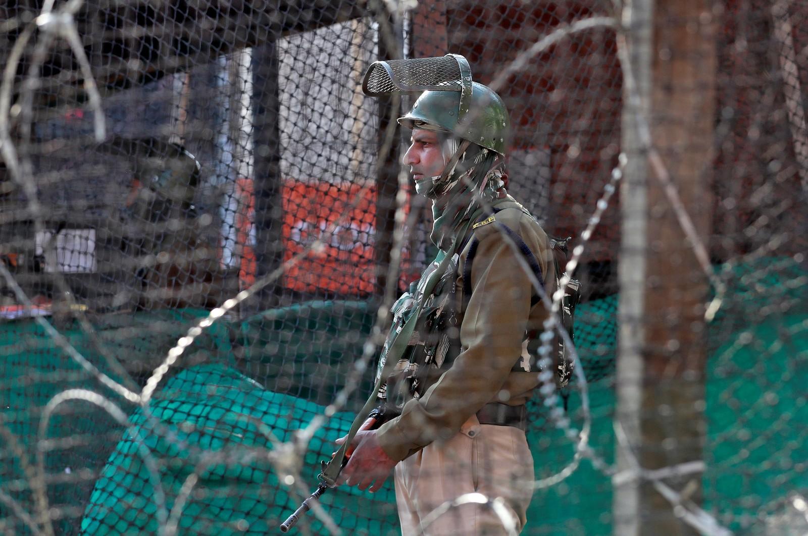 Ataque com granada na região da Caxemira, na Índia, deixa um morto e 34 feridos
