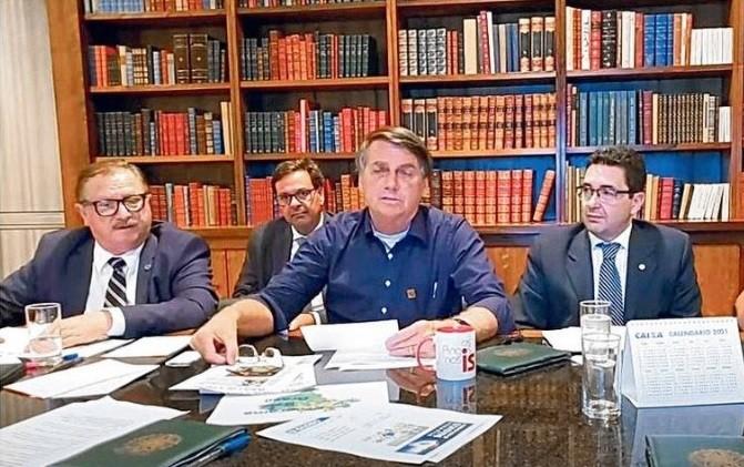 Live de Bolsonaro removida do Youtube: presidente usa redes para antecipar atos de governo