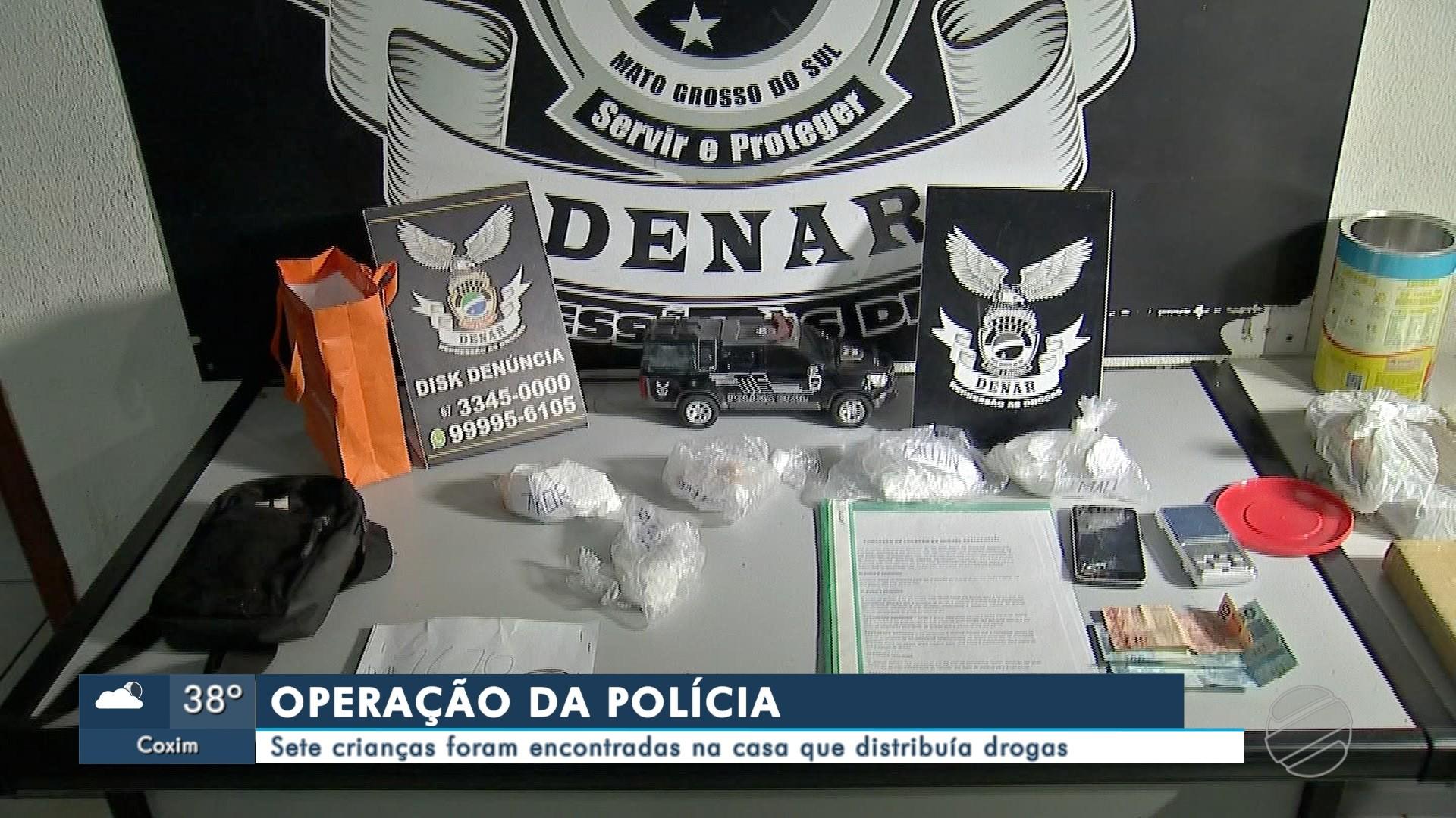 Polícia encontra 7 crianças, sendo um recém-nascido, ao 'estourar' centro de distribuição de drogas na Capital