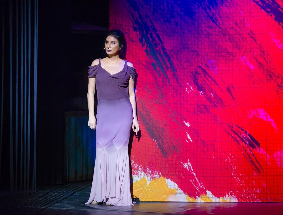 Zizi Possi costura música e textos com precisão no espetáculo 'À flor da pele' — Foto: Caio Galucci / Divulgação