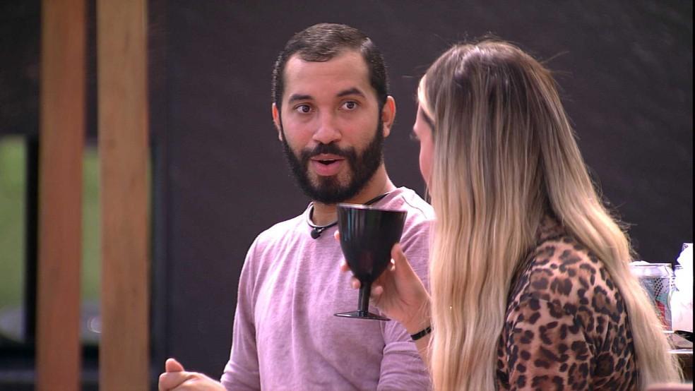 No BBB21, Gilberto opina sobre próxima Eliminação: 'Se essa mulher sai, eu não vou me perdoar nunca' — Foto: Minuto a Minuto - BBB