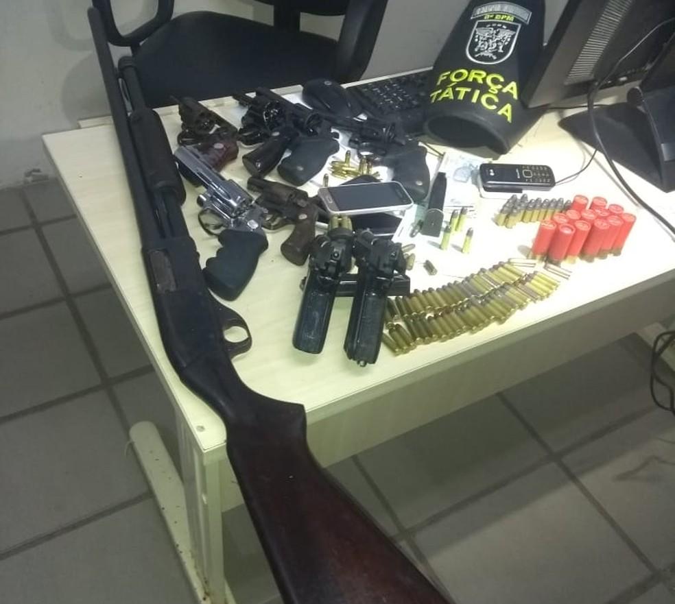 PM monitora criminosos, prende quatro e apreende nove armas na Grande Natal (Foto: PM/Divulgação)