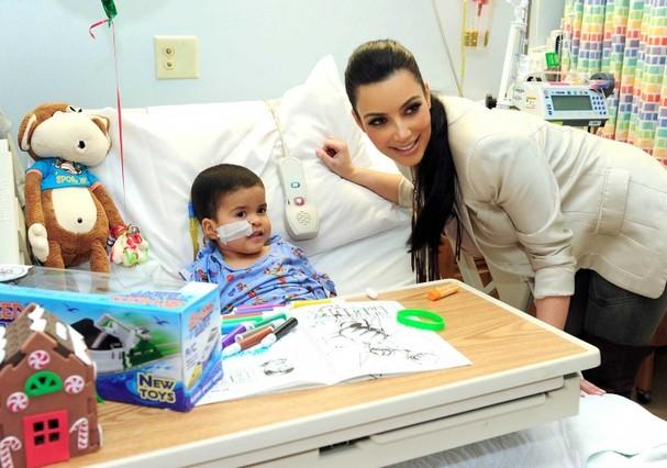 Kim Kardashian ajuda o hospital infantil de Los Angeles desde o começo dos anos 2000 (Foto: Reprodução)