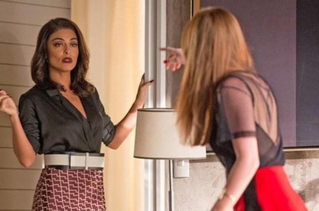 Carolina (Juliana Paes) e Eliza (Marina Ruy Barbosa) em 'Totalmente demais' (Foto: TV Globo)