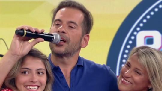 Leandro Hassum prega peça na filha com ajuda de Luciano Huck e da plateia do 'Caldeirão'