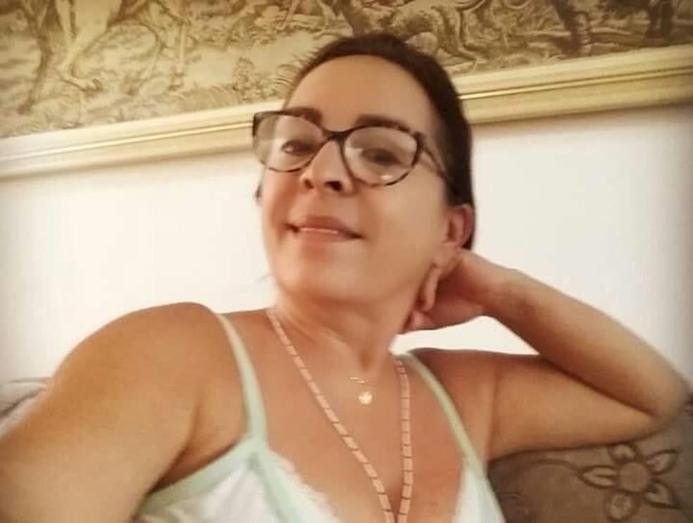 Liduína Maria Júnior Rios foi encontrada morta com ferimento de faca dentro de casa no Eusébio — Foto: Reprodução/Facebook
