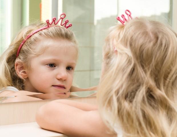 Estimule seu filho a acreditar em si próprio, mais do que na opinião dos outros (Foto: ThinkStock)