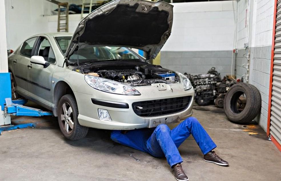 Além de levar o carro na oficina de confiança,  é essencial pedir o laudo cautelar (Foto: Shutterstock) — Foto: Auto Esporte