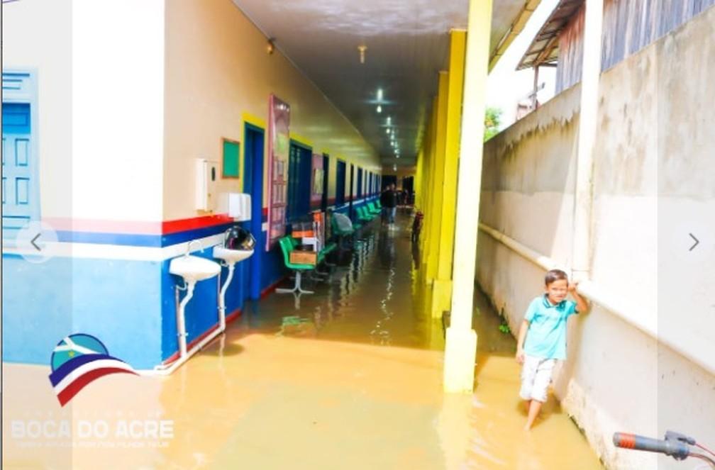 Escola alagada em Boca doAcre — Foto: Divulgação