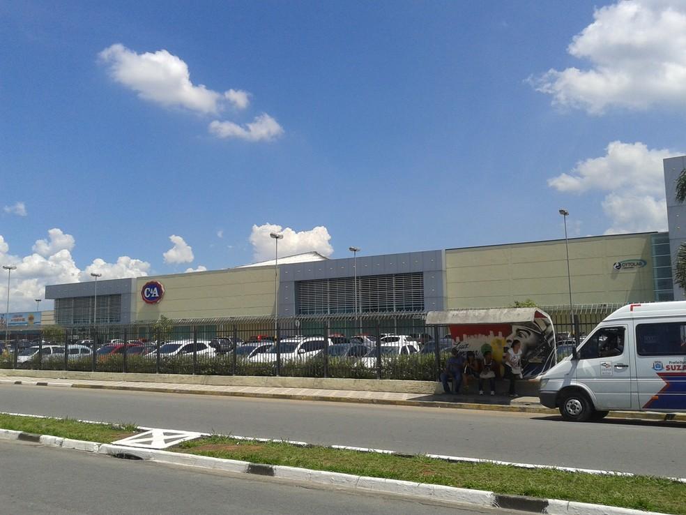 Centro de compras de Suzano oferece duas vagas de emprego na área de vendas (Foto: Douglas Pires/G1)