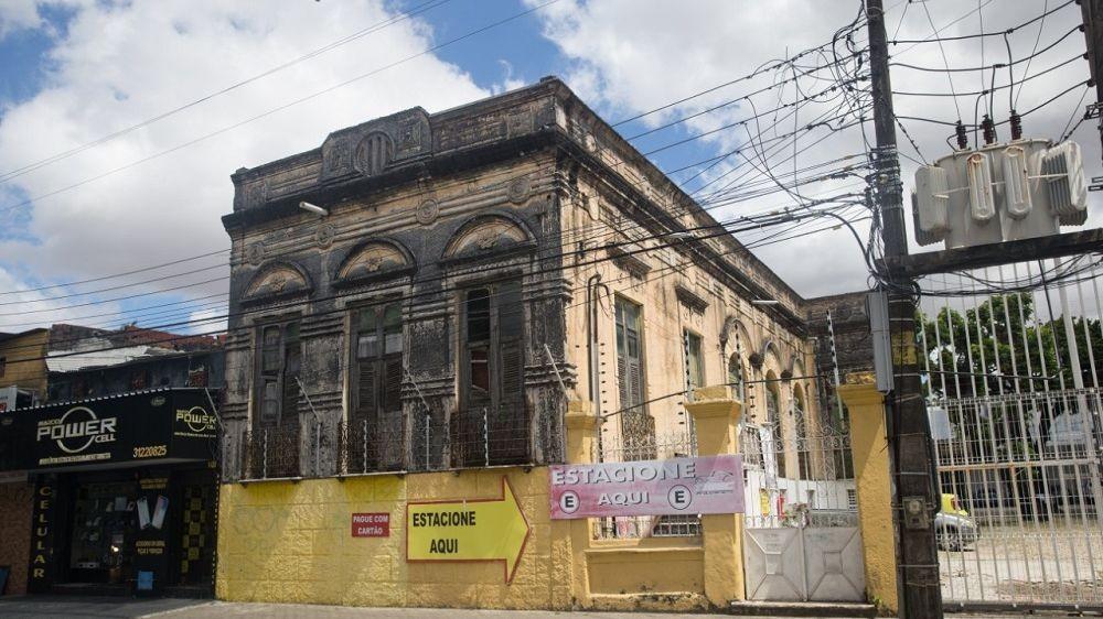 Demolição de casarão e queda do teto do Farol do Mucuripe denunciam falta de preservação de patrimônio em Fortaleza