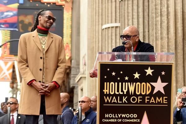O produtor Quincy Jones no evento de inauguração da estrela do rapper Snoop Dogg na Calçada da Fama de Hollywood (Foto: Getty Images)