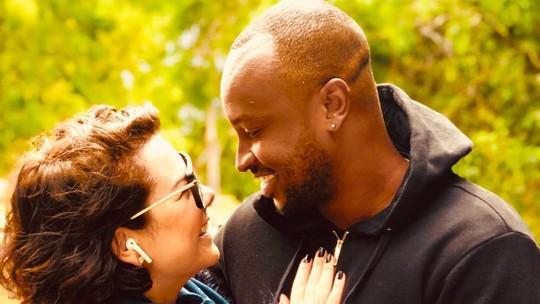 Thiaguinho se declara para a mulher, Fernanda Souza: 'Me deixa sem ar todos os dias'