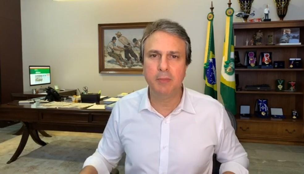 Camilo Santana fez o anúncio por meio de uma transmissão ao vivo nas redes sociais — Foto: Reprodução/Facebook
