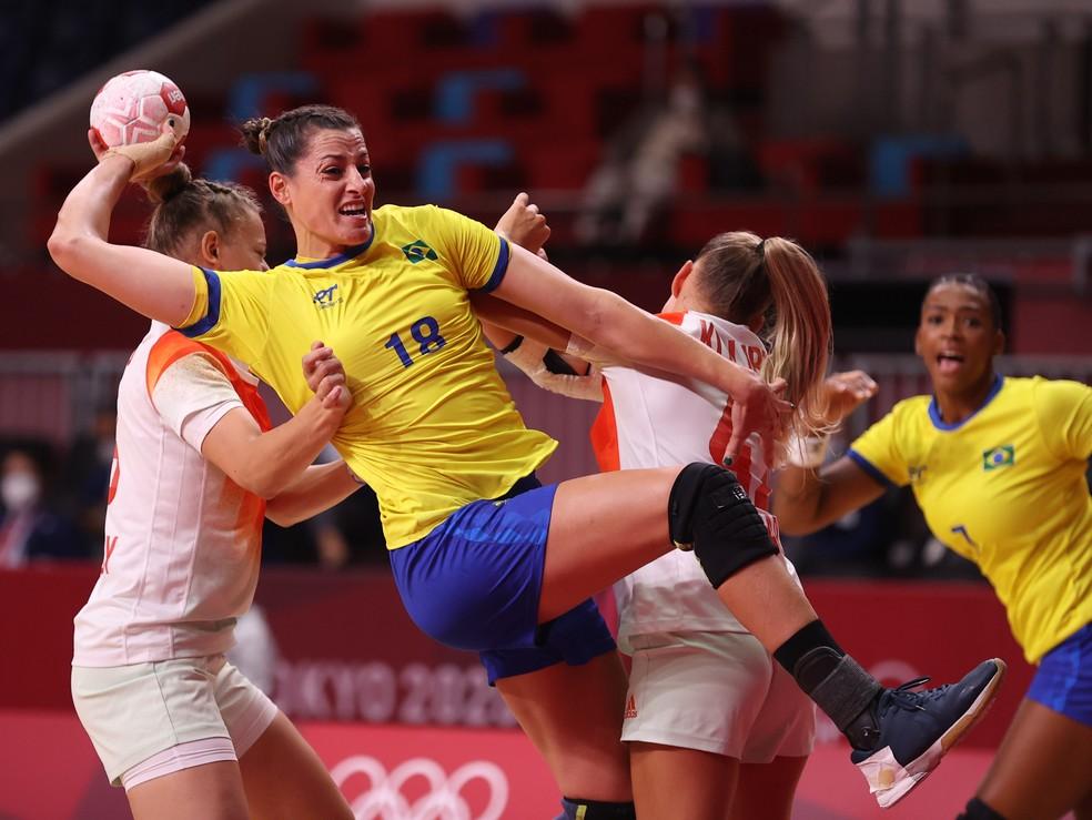 Duda Amorim marcou seis vezes na partida contra a Hungria — Foto: Reuters/Gonzalo Fuentes