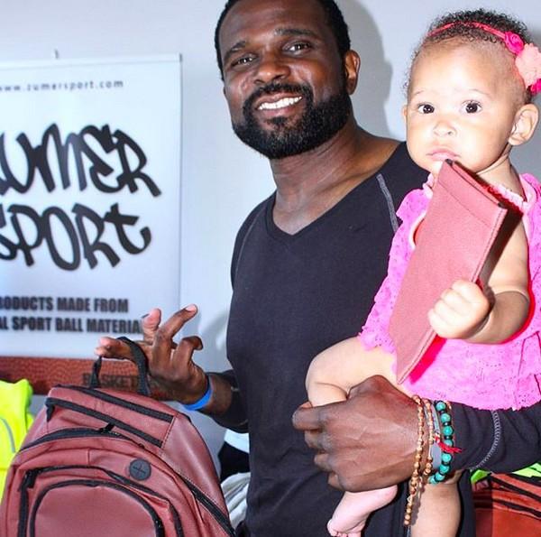 O ator Darius McCrary com a filha de dois anos (Foto: Instagram)