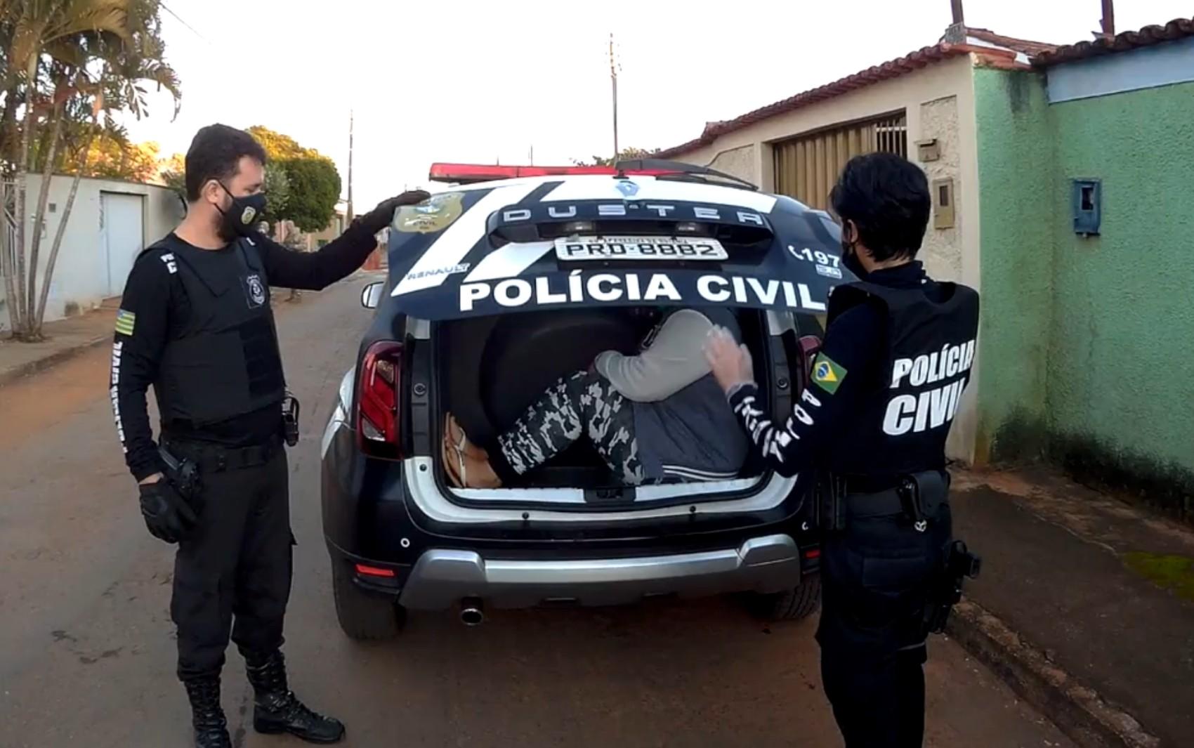 Polícia prende 20 suspeitos de tráfico de drogas em Goianira chefiados por detento