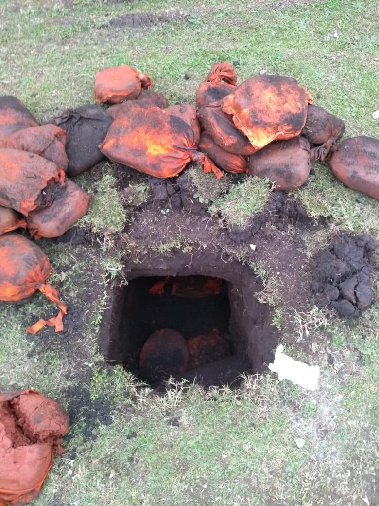 Agentes encontram túnel em gramado da Penitenciária de Piraquara - Notícias - Plantão Diário