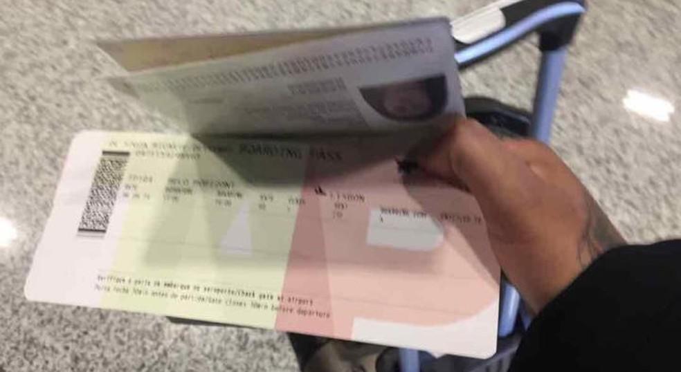 Deyse postou foto do passaporte nas redes sociais quando estava no aeroporto (Foto: Reprodução)