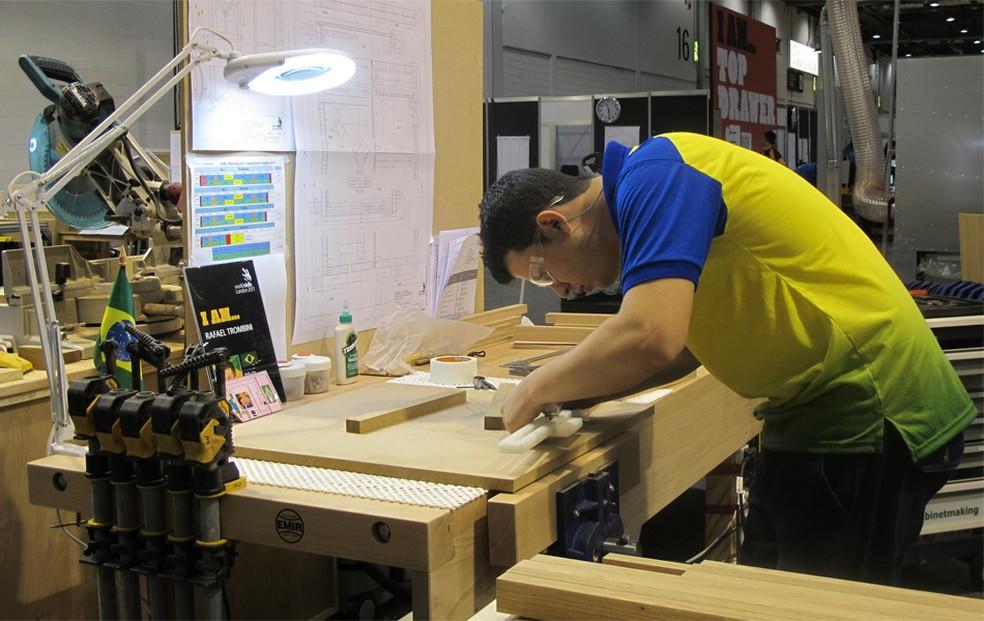 Aluno de ensino profissionalizante brasileiro na competição mundial 'World Skills', em Londres, em 2011 (Foto: Vanessa Fajardo/G1)