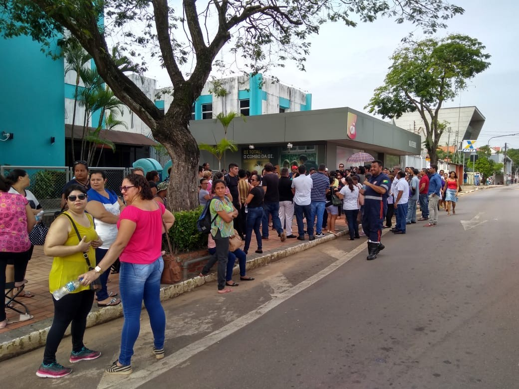 Servidores do Pró-Saúde protestam pelo 2º dia seguido em frente a Casa Civil em Rio Branco
