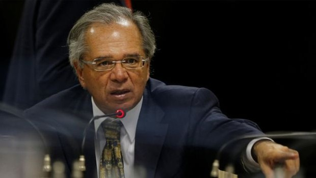 O ministro da Economia, Paulo Guedes, em reunião com congressistas do PSL; especialistas avaliam proposta do governo Bolsonaro no que diz respeito a privilégios e distribuição de renda (Foto: Reuters via BBC News Brasil)