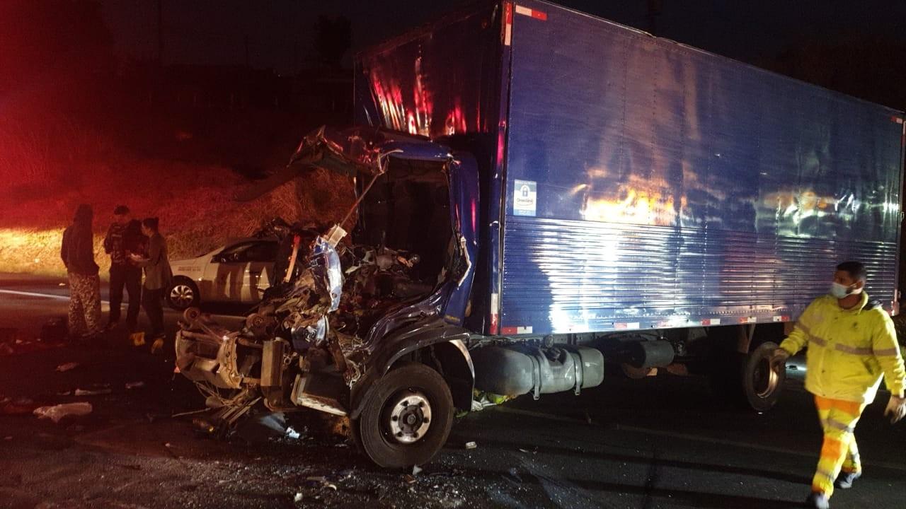 Acidente entre caminhões deixa feridos na Rodovia dos Bandeirantes