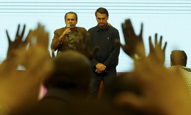 Bolsonaro e o pastor Silas Malafaia em culto na Assembleia de Deus