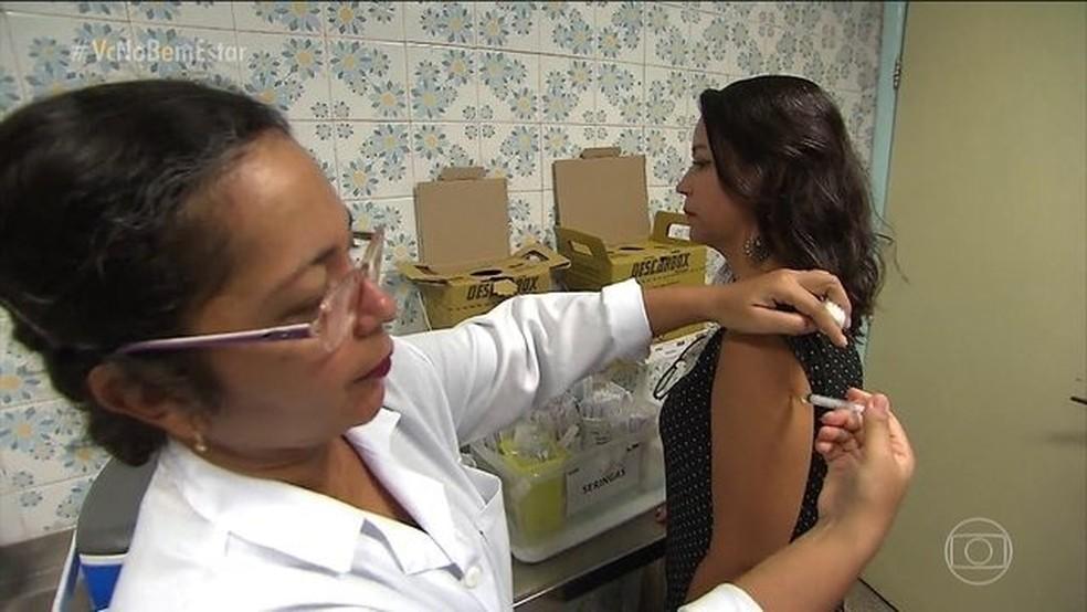 A principal arma contra a febre amarela é a vacina  — Foto: Reprodução/TV Globo