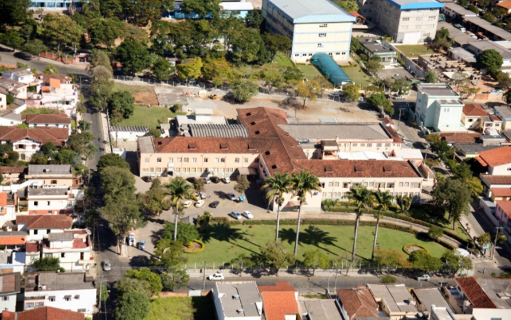 Hospital se manifesta após médico conselheiro furar fila da vacina da Covid-19 em São Lourenço, MG