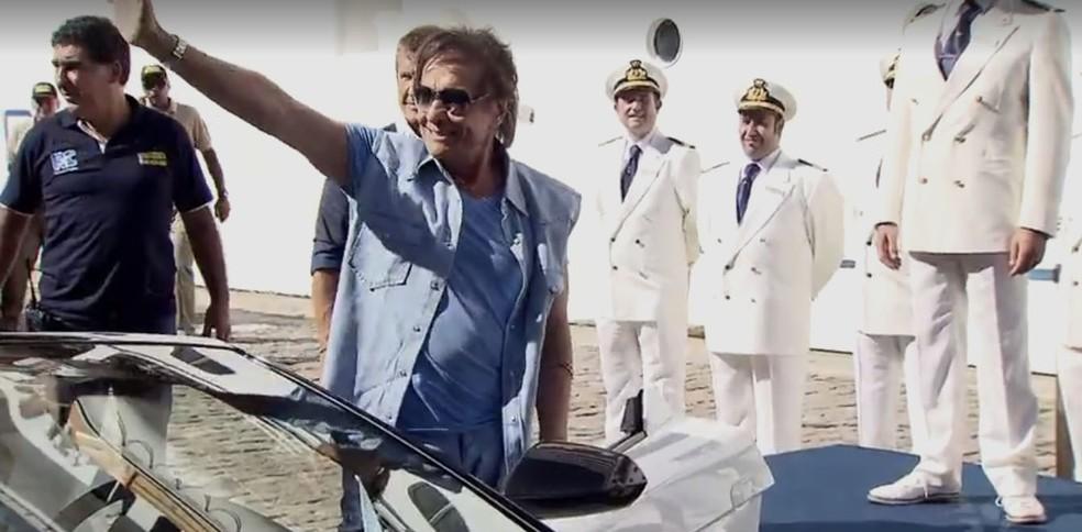 Roberto Carlos embarcou no cruzeiro Emoções em Alto Mar (Foto: Reprodução/TV Tribuna)