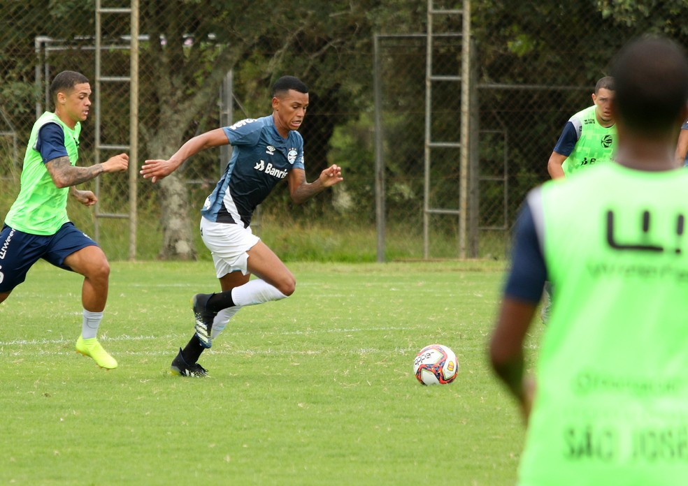 Fernando Henrique no time sub-23 do Grêmio — Foto: Rodrigo Fatturi/Grêmio