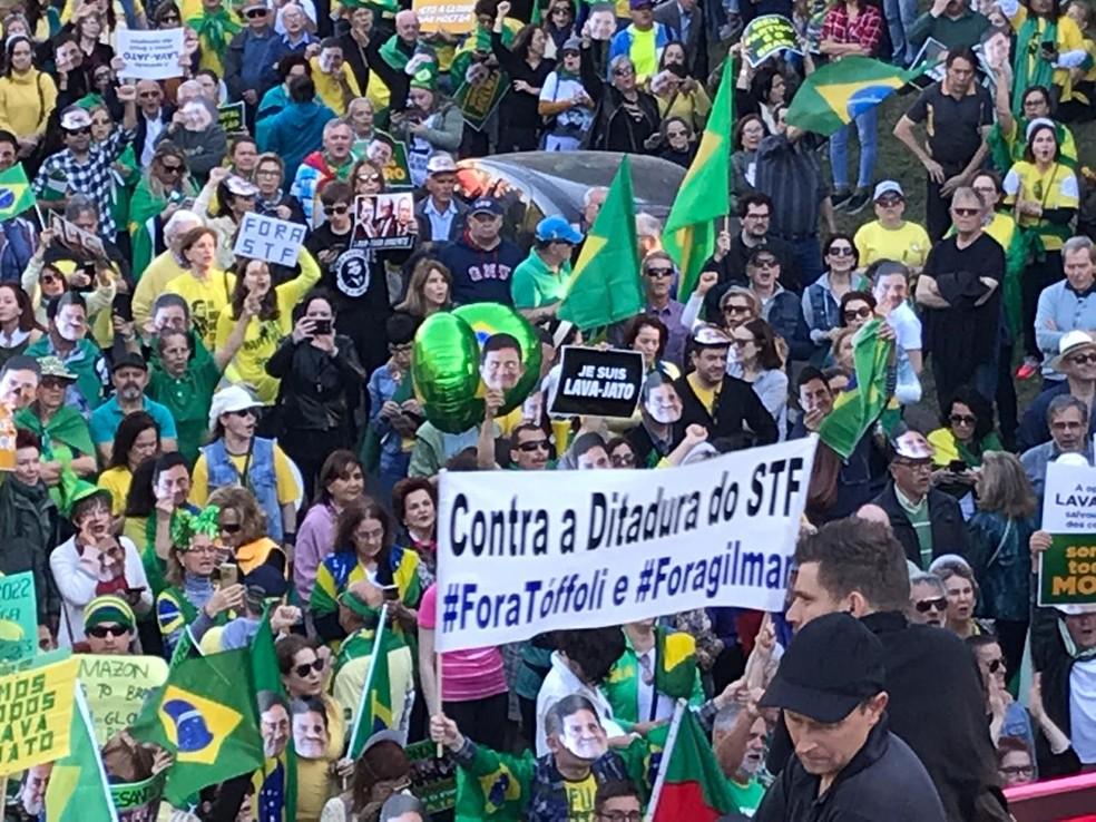 Manifestantes se reuniram no Parcão, em Porto Alegre — Foto: Kelly Veronez/RBS TV