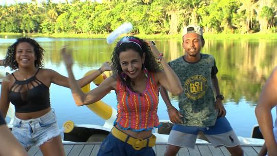 Maria Menezes aprende os hits do Carnaval com o incentivo de artistas, como Jojo Todynho