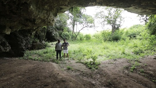 Brucce Cabral visita Igreja de Nossa Senhora da Conceição da Comandabora e conhece a Gruta da Pedra Furada