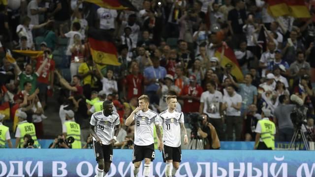 Jogadores da Alemanha vão à loucura após a virada